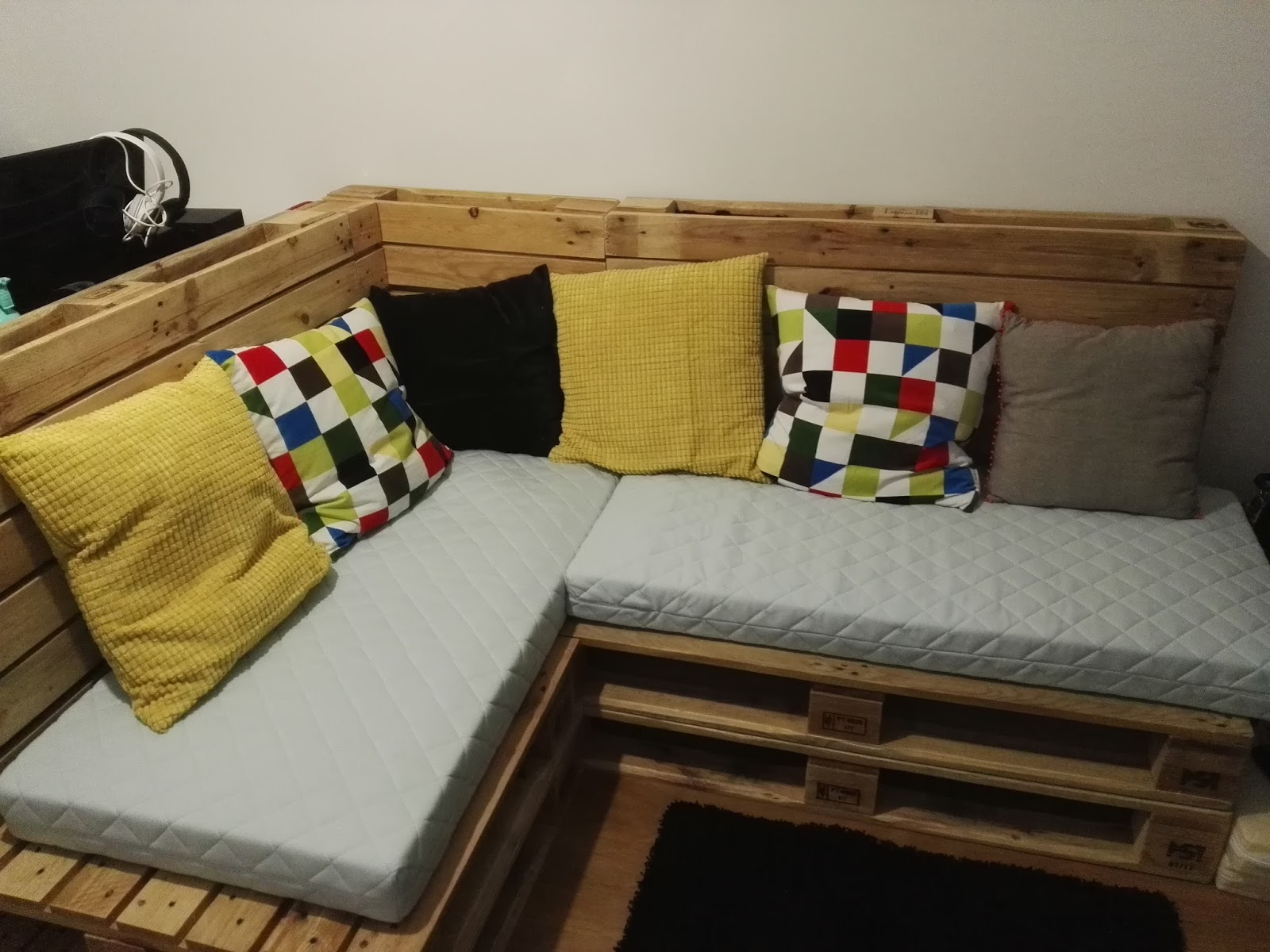 Oficina da madeira cama sof e secret ria com paletes for Cama oficina