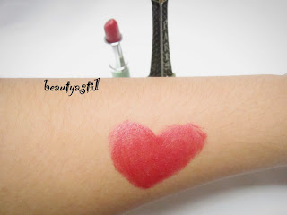 clinique-all-heart-red-lipstick-swatch.jpg
