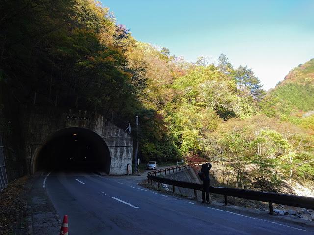 中津峡 仏石山トンネル