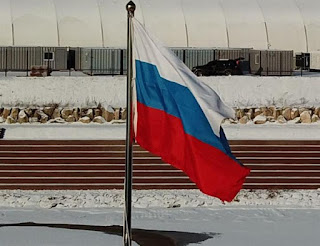 fan-hoist-russian-flag-in-olympic