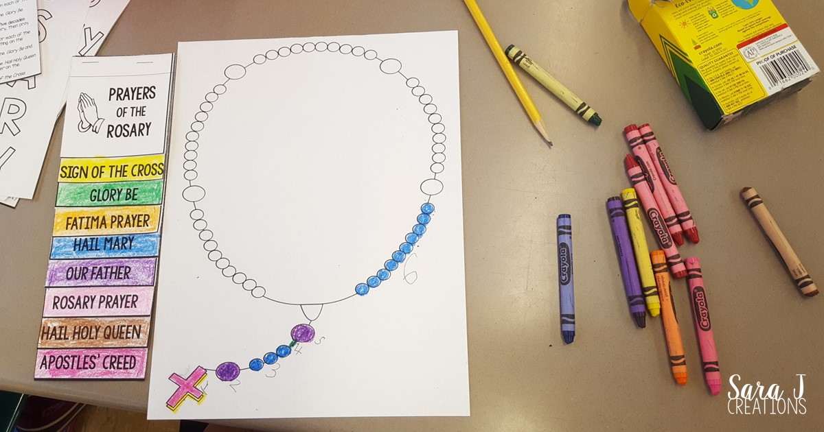 This lapbook is an awesome tool to teach Catholic kids how to pray the Rosary.