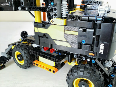review lego technic volvo ew160e the test pit. Black Bedroom Furniture Sets. Home Design Ideas