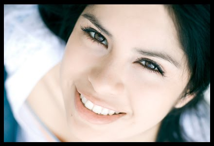 Kepribadian Perempuan di Balik Senyuman