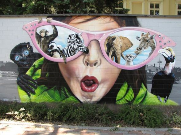 الفن بأى شىء وعلى أى شىء street-art-work-14.j