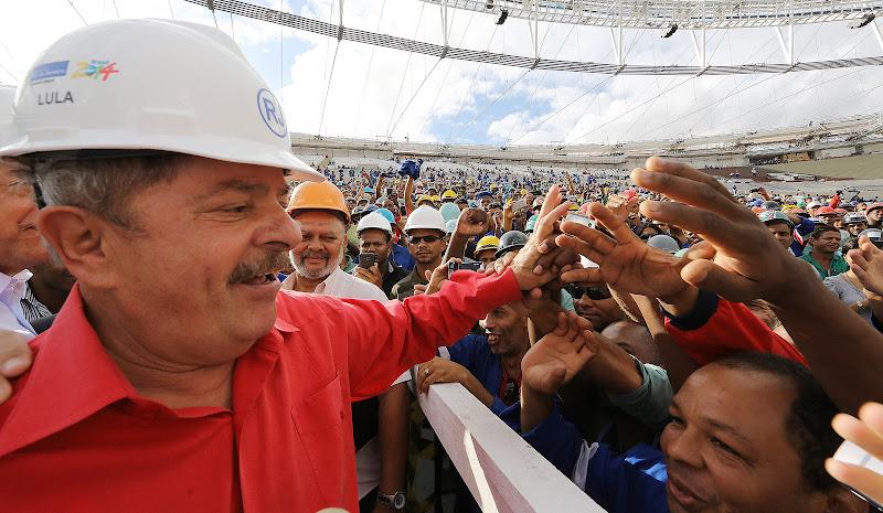 Lula dedica sua visita ao Maracanã aos trabalhadores que reformam o ... c939cdb729d14