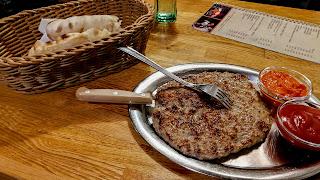 Sarajevo '84 has good hamburgers