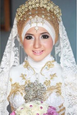 Gaun Pengantin Muslimah Elegan Putih Dan Emas