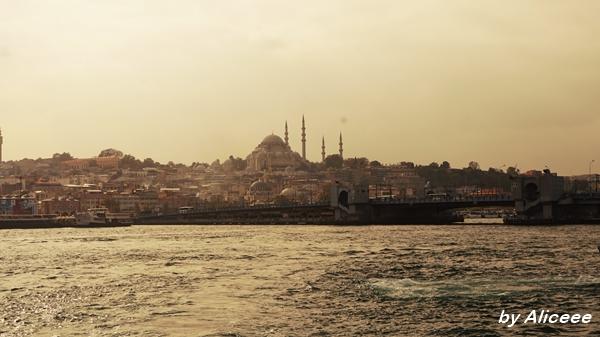 Istanbul-barca-poduri-Bosfor-excursie