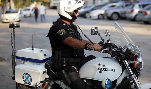 Αστυνομικός έμεινε στα ...κρατητήρια 3 ημέρες και μετά βγήκε σε διαθεσιμότητα! Έπειτα απο καταγγελία ΠΑΚΙΣΤΑΝΟΥ!