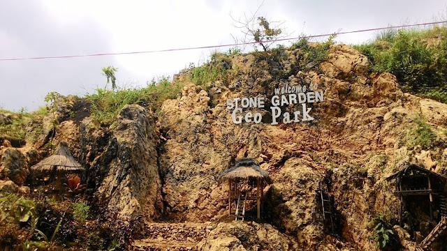 foto selamat datang stone garden geopark bandung