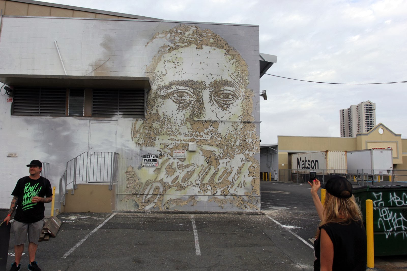 While we last heard from him last year in Turin, Italy, Portuguese street artist Vhils is now in Honolulu where he just wrapped up this new mural. 1
