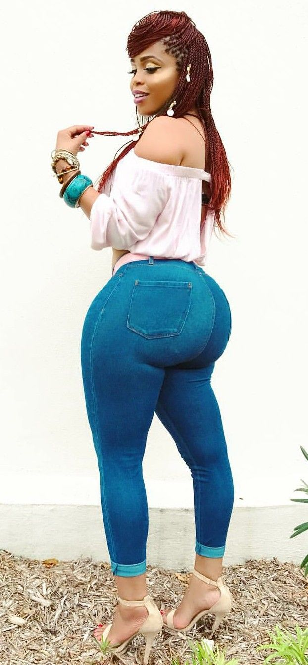 Photo Collection of World's Beautiful Curvy Girls Showing off in Lovely Pictures