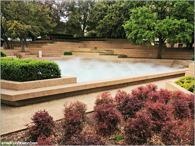 Fort Worth Water Garden: Aerated Pool