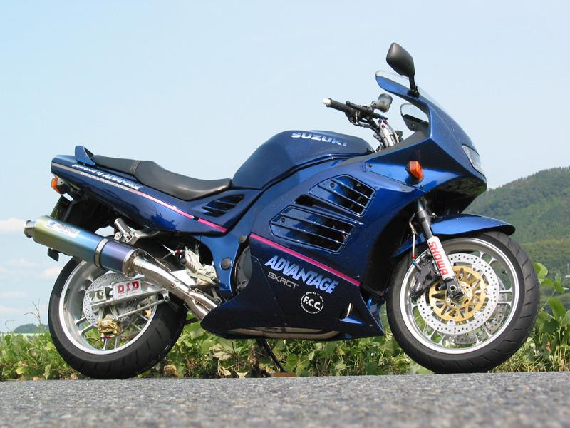 Racing Cafè: Suzuki RF 900 by Advantage