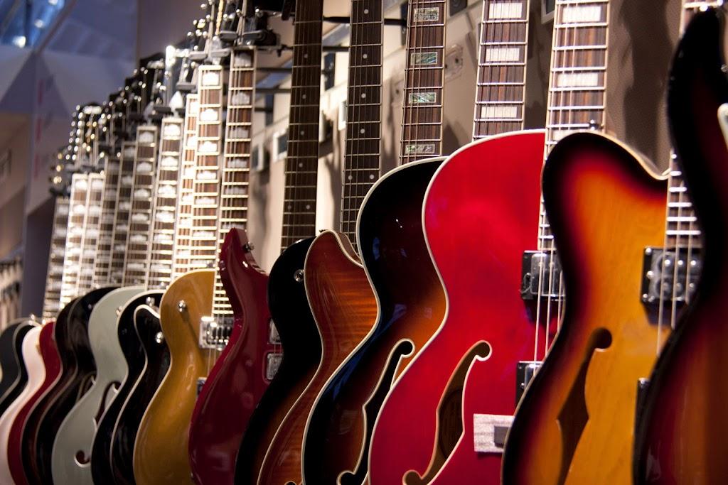 虛實整合,荷比盧最大音樂電商積極擴充實體展示店