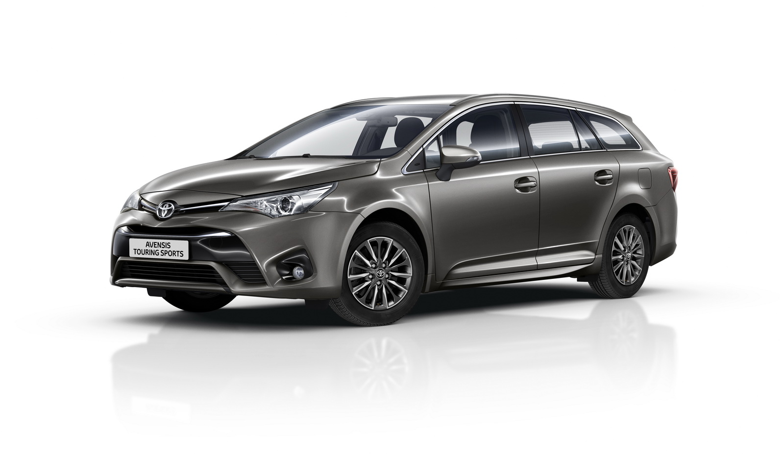 2016 toyota avensis auris hybrid gain minor updates carscoops. Black Bedroom Furniture Sets. Home Design Ideas