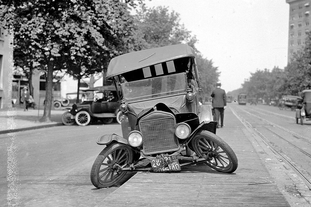 The World\'s First Car Accidents Ever ~ vintage everyday