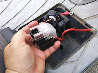 アドレスV125G スターターリレーに配線とカバーの取付け