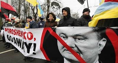 Учасники мітингу РНС провели акцію біля маєтку Порошенка