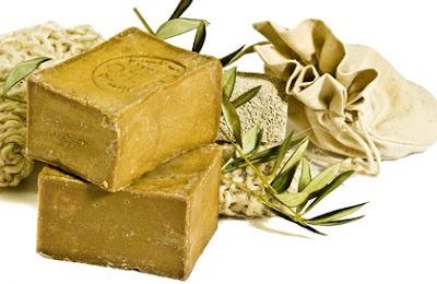 Recette pour un savon apaisant pour les peaux grasses