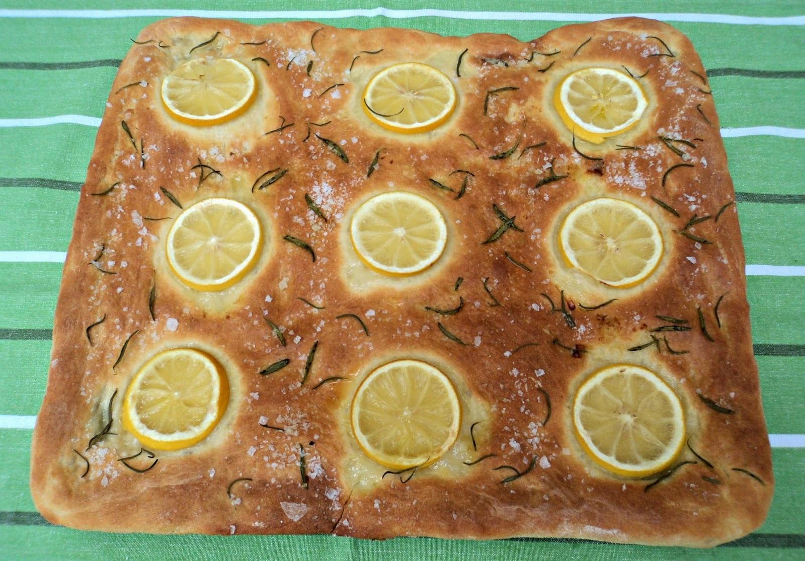 focaccia-limon-oregano-entera