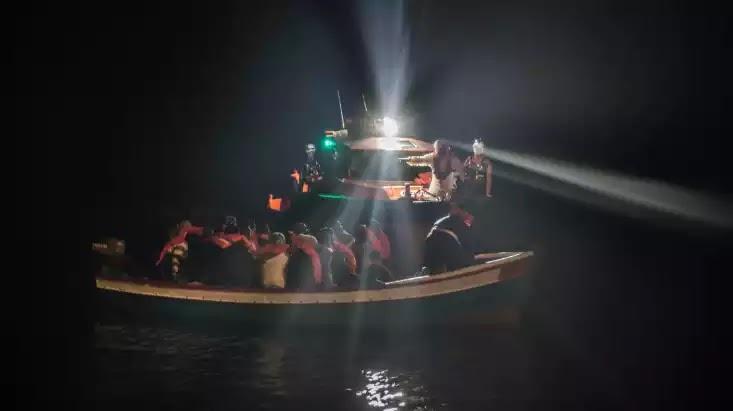 Επίθεση δουλεμπόρων με… χατζάρες, σε φουσκωτό του Λιμενικού στον ποταμό του Έβρου
