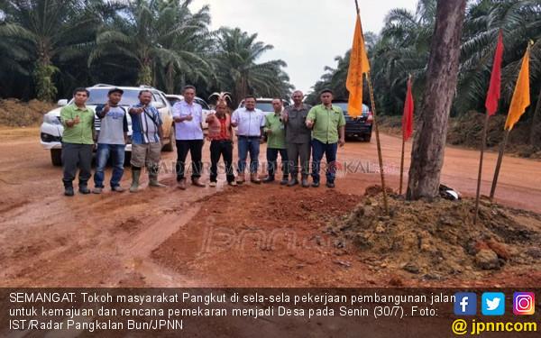 Pemkab Cuek, Warga Patungan Bangun Jalan Senilai Rp 40 M