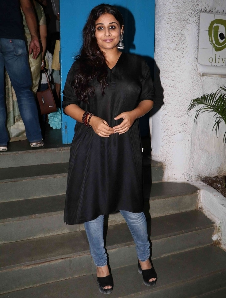 Glamours Bollywood Actress Vidya Balan Without Makeup Face In Black Dress