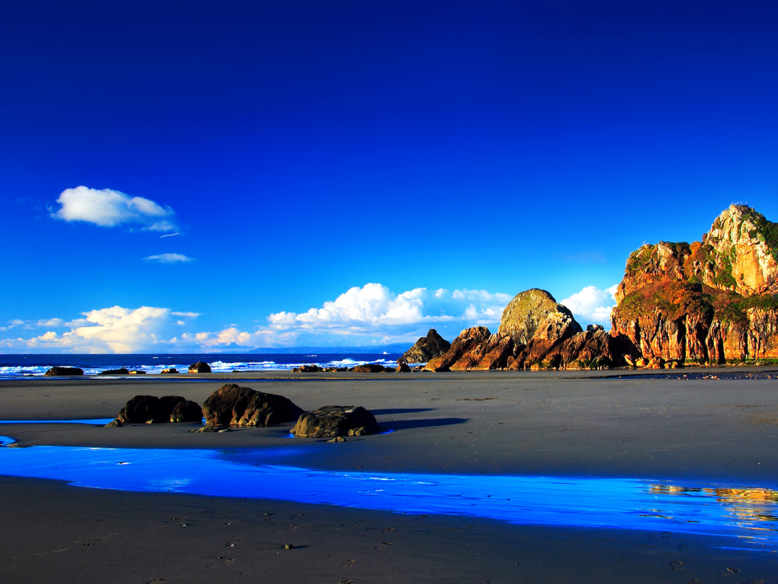 Funny Image Collection: Blue Sky Wallpaper