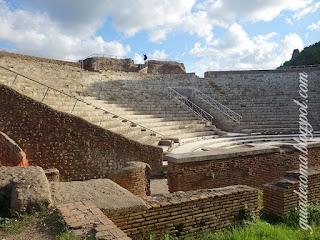 Ostia Teatro Tina - Mitos e realidade sobre conhecer Roma