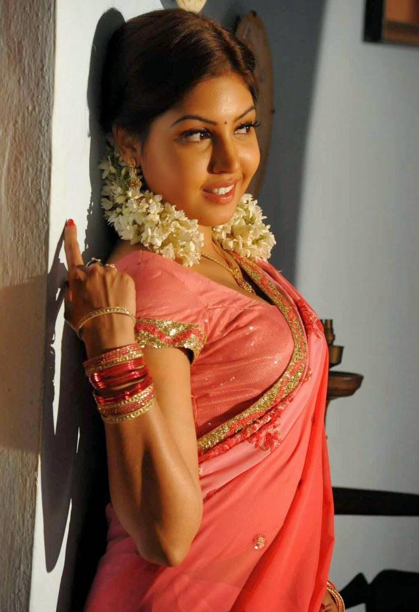Hot women in saree pics