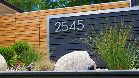 16 gambar desain nomor rumah sebagai aksen pagar