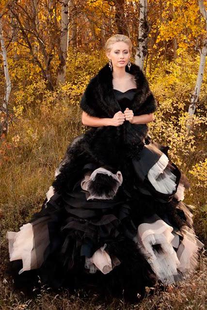 Vestido de noiva preto para um casamento Halloween