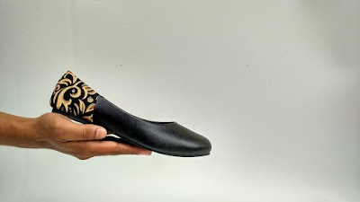 Sepatu Batik The Warna: Black Basic