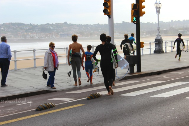 foto de surferos