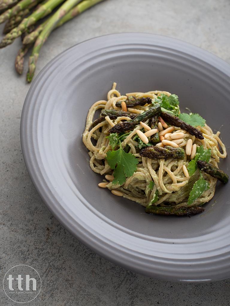 Spaghetti z awokado i zielonymi szparagami - przepis weganskie, bezglutenowe