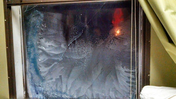 This window literally cracked under pressure. - The 30 Most Amazing Photos Of Frozen Things In Honor Of The Coldest Morning Of The 21st Century