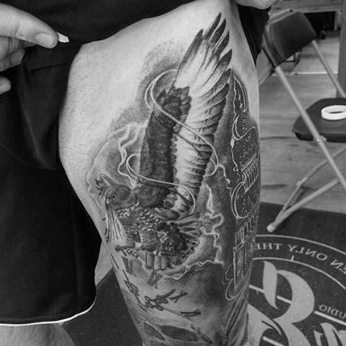 erkek üst bacak dövme modelleri man thigh tattoos 20