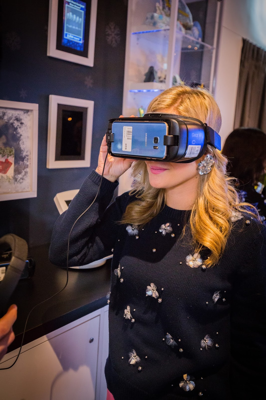 Stress Free Holiday Shopping at the Avion Holiday Boutique - VR Experience