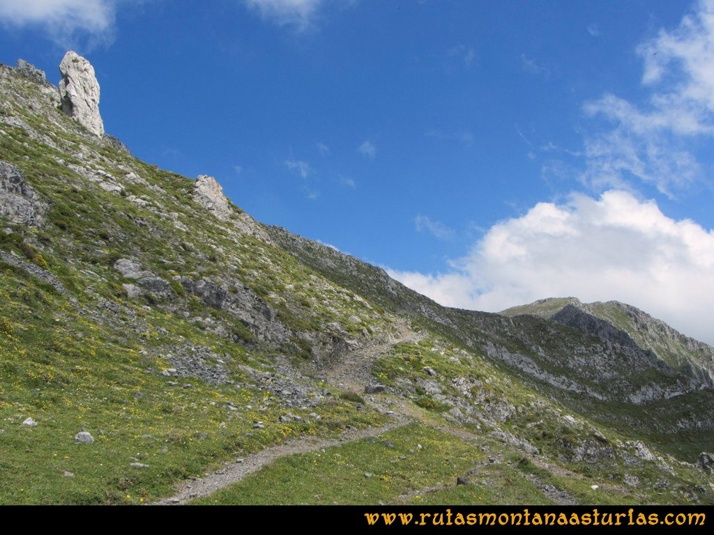Ruta Tuiza Fariñentu Peña Chana: Camino al Puerto Valseco