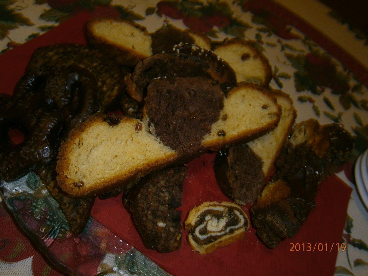 Csokoládéval bevont  fonott  mazsolás kalács