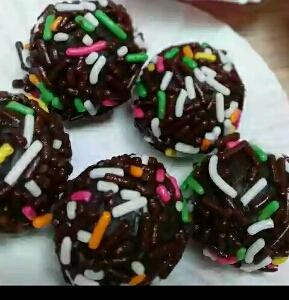 resep membuat bola biskuit coklat
