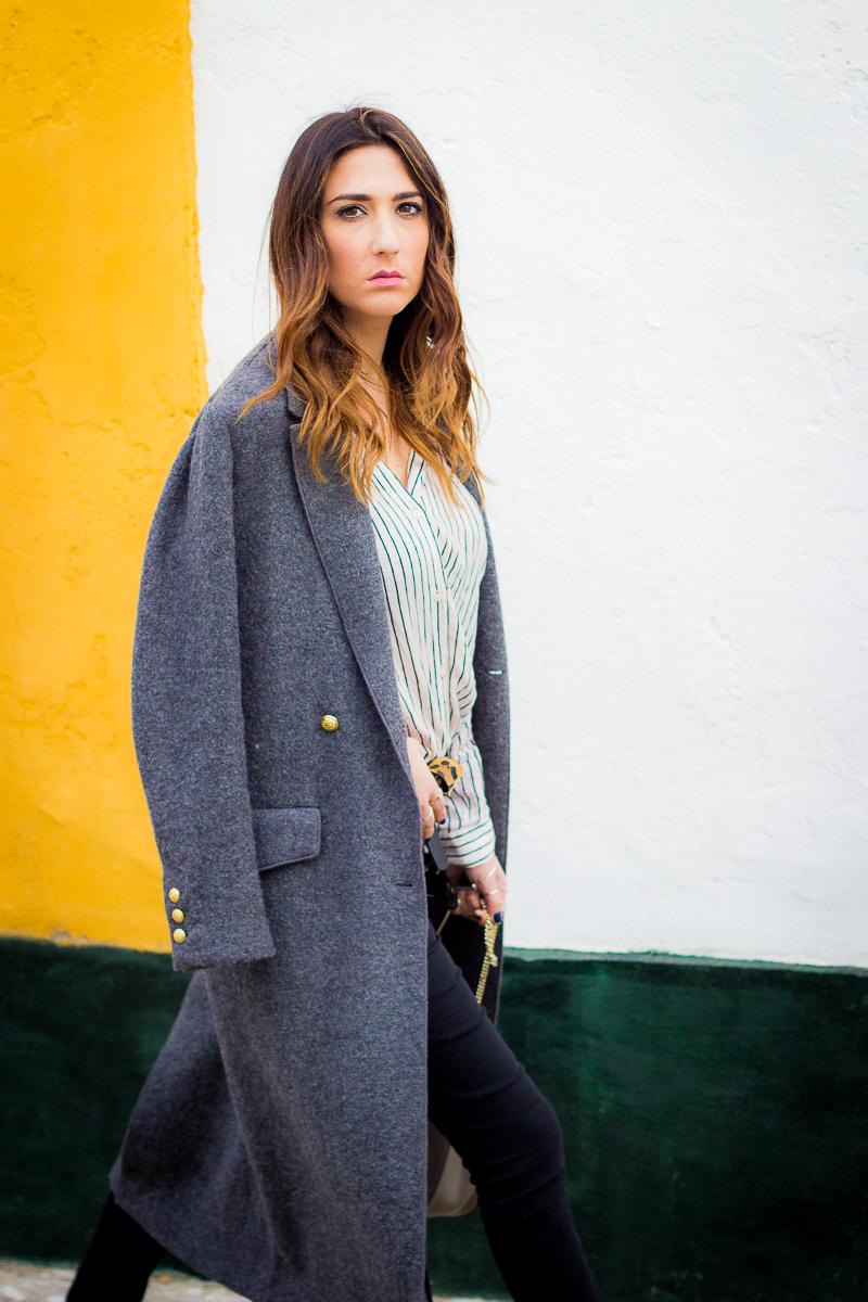 abrigo largo gris zara