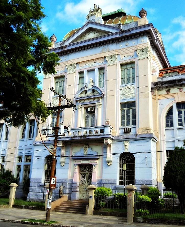 O Museu do Motor, no Prédio da Faculdade de Engenharia da UFRGS, Porto Alegre