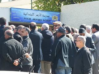 مديرات ومديري التعليم بمكناس في وقفة احتجاجية تضامنا مع مدير مدرسة الأزهر إثر تعرضه لاعتداء شنيع