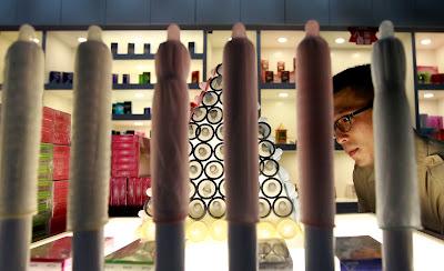 Tur Aneh Ke Pabrik Kondom Terbesar di Dunia