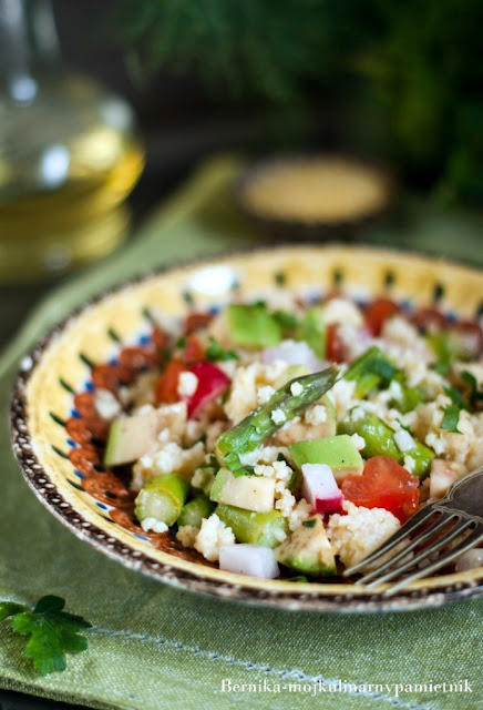 szparagi, kasza jaglana, salatka, dieta, nowalijki, bernika, kulinarny pamietnik, tarczyca, hashimoto, bez glutenu