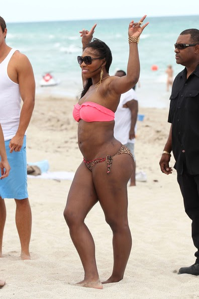 Hollywood Top Celebrity Serena Williams In Short Clothes