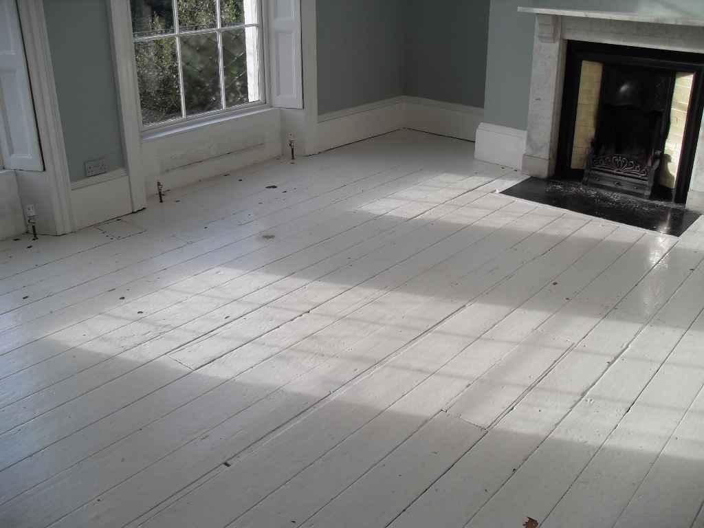 Le cur a ses raisons...: White wood floors?!