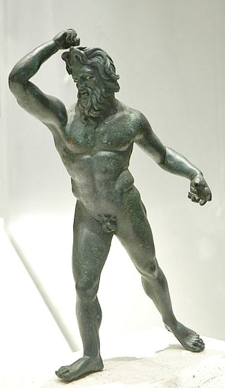Estatuilla de bronce de un gigante hallada en Asia Menor (siglo II a. C.). Museo del Louvre. París, Francia.